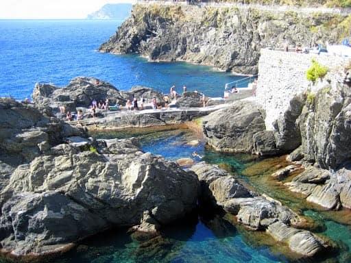 corniglia-meets-the-sea