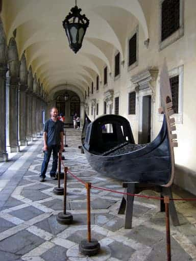 doges-palace-boat