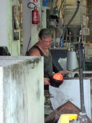 murano-glass-artisan