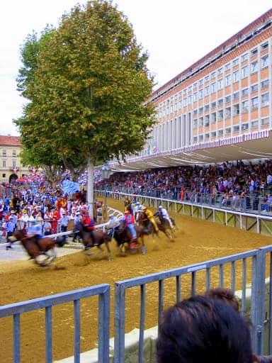 palio-di-asti-bareback-horse-race-9
