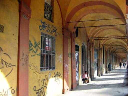 portico-di-san-luca-grafitti
