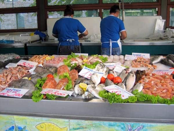 treviso-market-seafood-stand