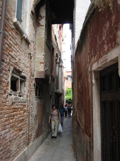 venice-walkway