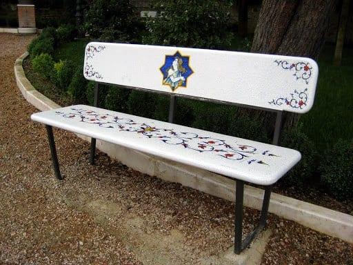 deruta-park-bench