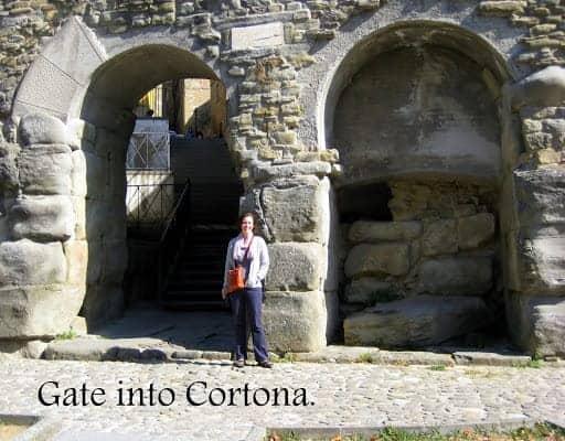 gate-into-cortona