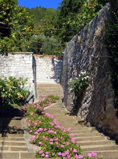 gubio-staircase