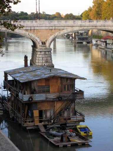 house-on-the-tiber-river