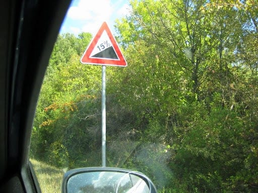 italy-steep-hill-sign