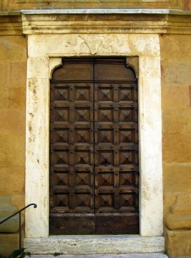 montalcino-church-doorway
