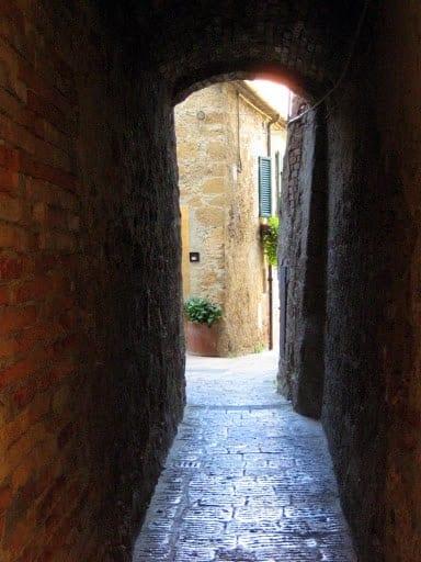 montalcino-italy-path