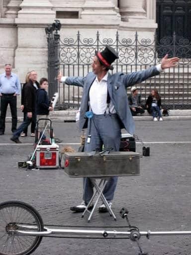 rome-street-performer