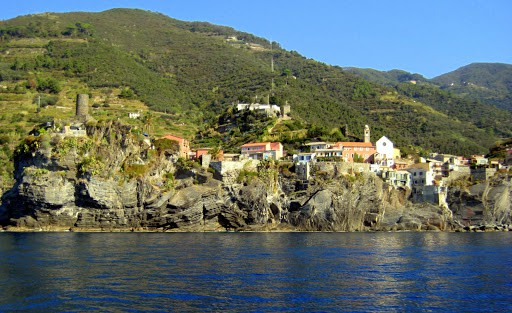 vernazza-italy-from-ferry