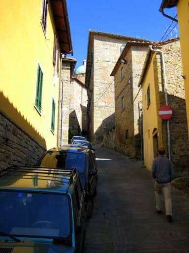 walking-around-cortona