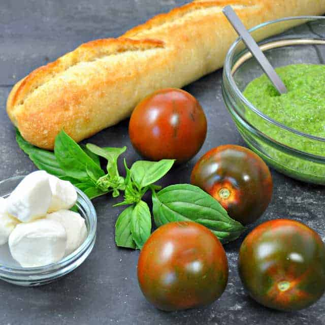 caprese-crostini-ingredients