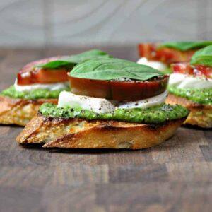 caprese crostini with pesto