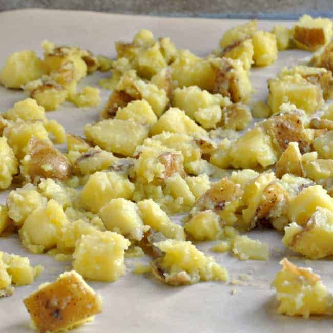 Potatoes-Boiled-Drained-Shaken-ready-to-bake
