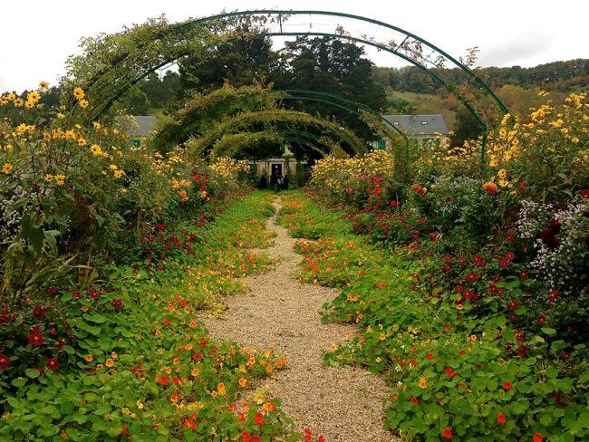 Monet - Garden and Arches