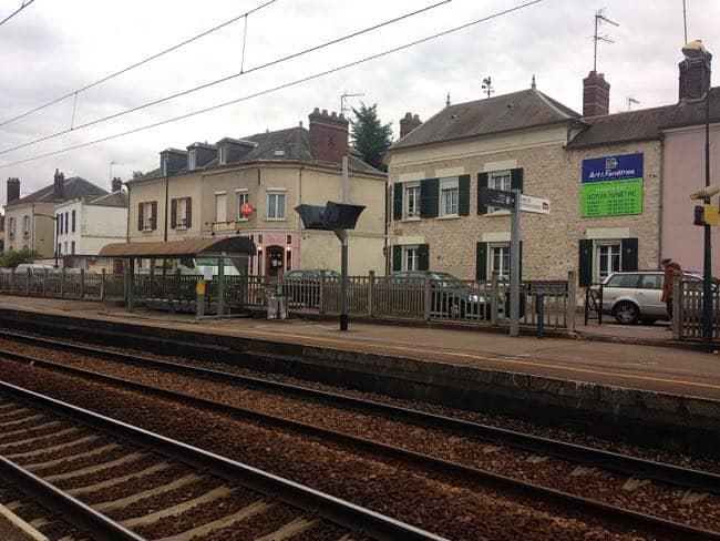 Monet - train station