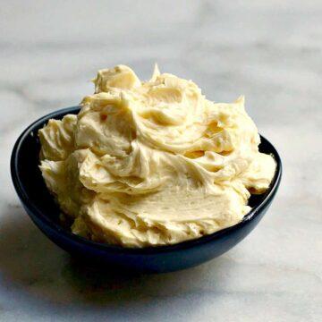 Fluffy Vanilla Buttercream Frosting