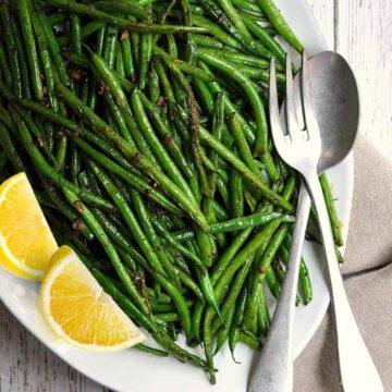 Grilled Green Beans with Lemon Wedges featured