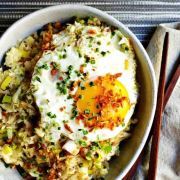 Cauliflower-Fried-Rice-served-with-Chopsticks-and-Napkin