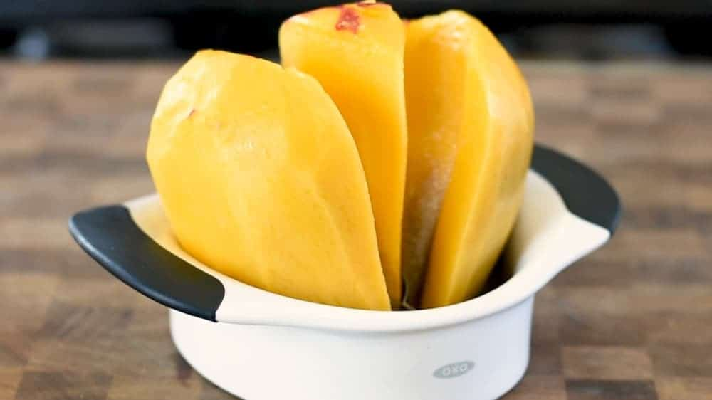 mango cut with a splitter