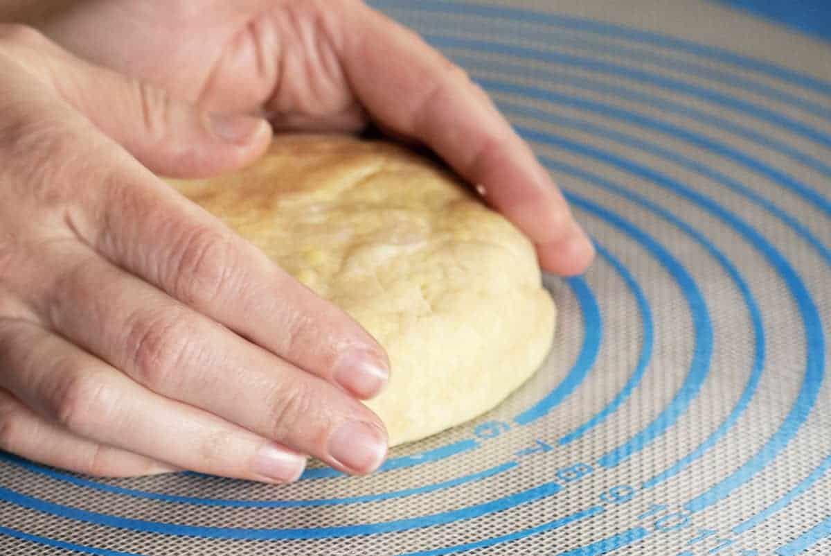 forming pie crust disc