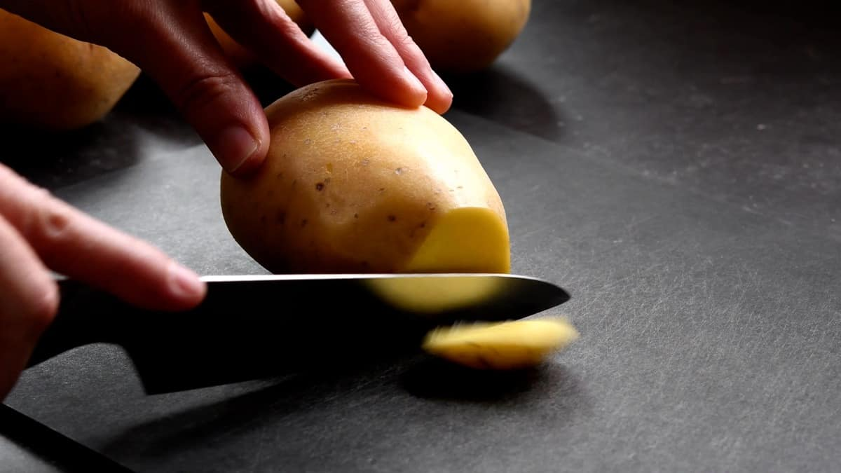 cutting ends off of potatoes